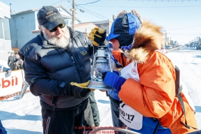Race Marshal Mark Nordman with last place finisher and Red Lantern Award winner Cindy Abbott gives her the
