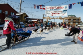 Lisbet Norris runs into the chute and across the finish line in Nome on Saturday March 21, 2015 during Iditarod 2015.  (C) Jeff Schultz/SchultzPhoto.com - ALL RIGHTS RESERVED DUPLICATION  PROHIBITED  WITHOUT  PERMISSION