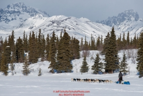 Mats Pettersson runs on Puntilla Lake with the Alaska Range in the background shorlty before arriving at the Rainy Pass checkpoint during the 2018 Iditarod race on Monday March 05, 2018. Photo by Jeff Schultz/SchultzPhoto.com  (C) 2018  ALL RIGHTS RESERVED